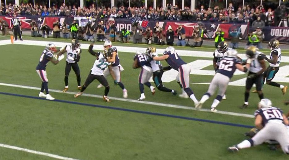 Patriots deficit. James White TD. Sound familiar? ��  14-10 with 55 seconds left in the first half. https://t.co/xISaDh3DKu