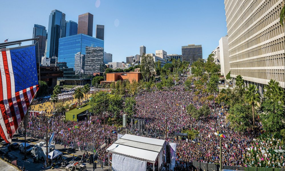 Los Angeles Women's March draws 600k in protest of Trump https://t.co/c5TiinXx8J https://t.co/P3BuY98Ylz