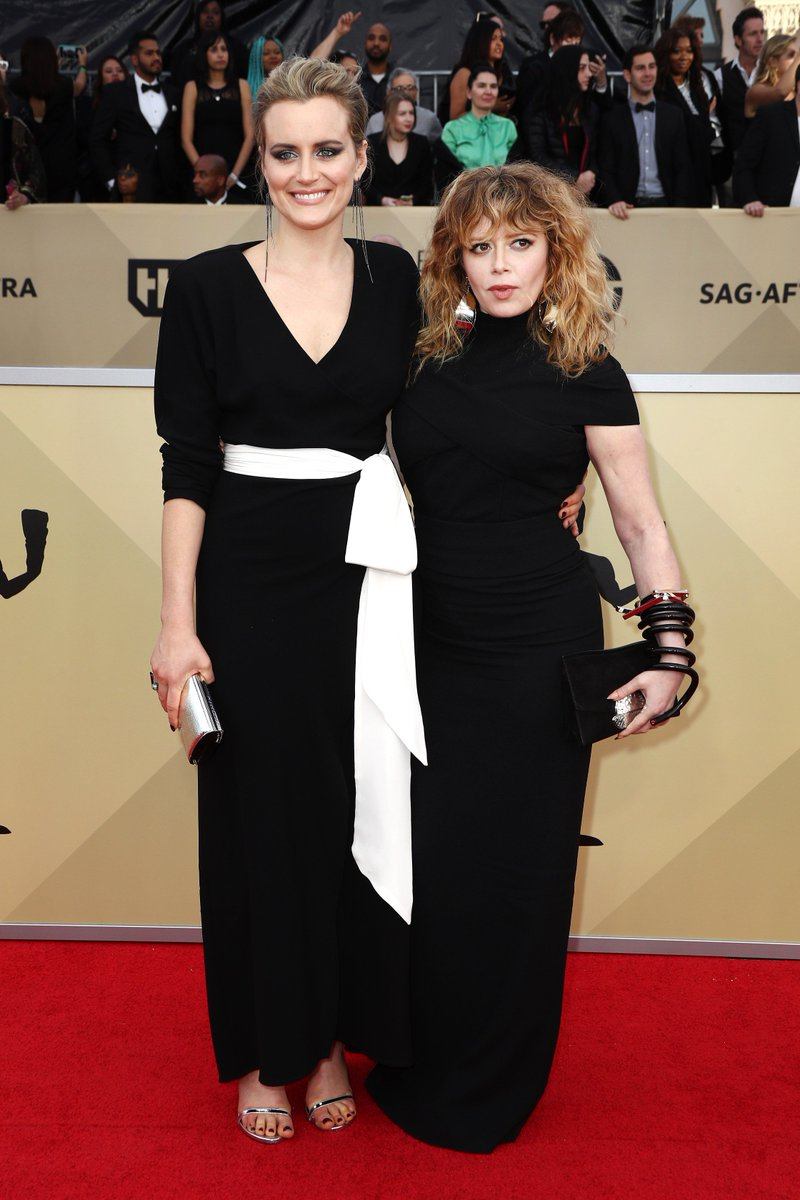 .@tayschilling and @nlyonne wear LBDs on the #SAGAwards red carpet. See more: https://t.co/mZgRqgH19J https://t.co/yYBsHjZjoN