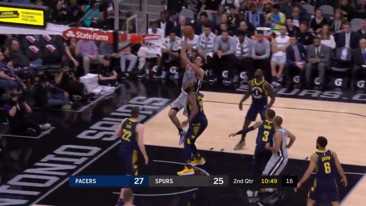 Parker➡️Pau for the and-1!  #GoSpursGo   ��: #NBALeaguePass https://t.co/uVGBmfcB4C