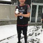 ロッテ浦和球場、雪が積もってきました。小さな雪だるまを作り笑顔の安田選手。(広報) #chibalo...