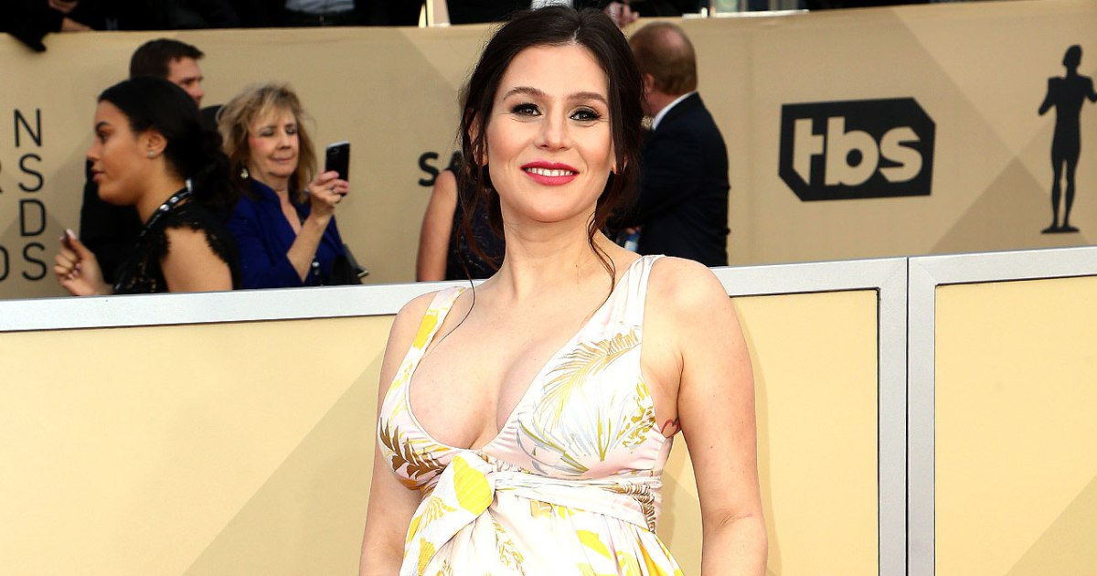 's Yael Stone Shows Off Her Baby Bump on SAG Awards Red Carpet
