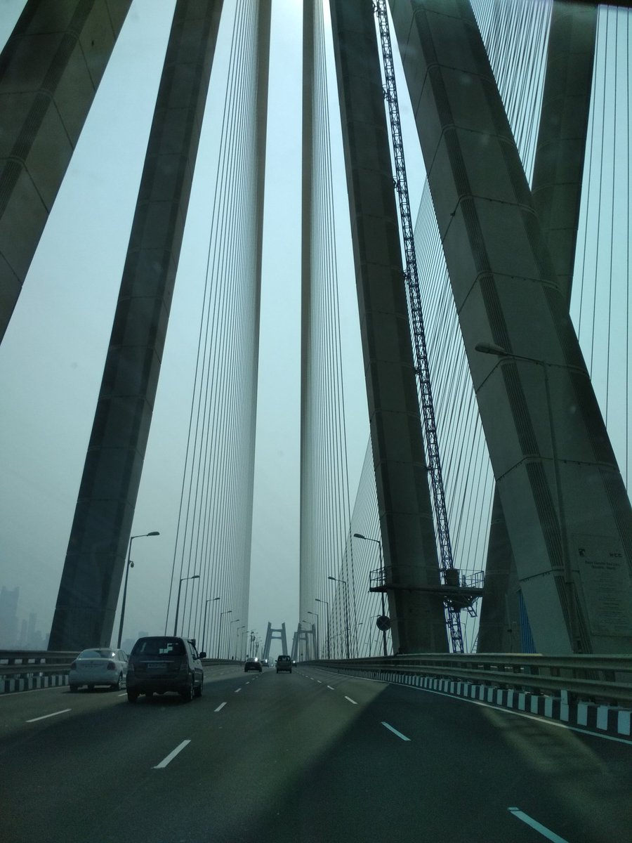 The beauty of symmetry Bandra-Worli sealink #Mumbai https://t.co/isfGT8ppgH