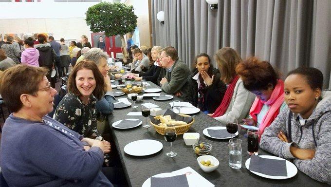 """Vluchtelingen Werk Westland organiseert """"Samen Eten""""! https://t.co/Iq94CdYaHd https://t.co/XbaM0Nsyj1"""