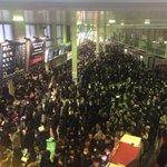 RT : 【東京雪】大雪警報が発令され帰宅命令で帰宅ラッシュになった品川駅がパニック...