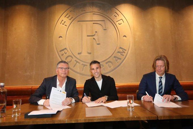 Robin van Persie nu echt terug bij Feyenoord https://t.co/7VrXFqGe1u https://t.co/NBt6PNGHcg