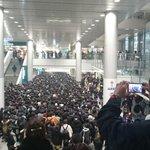 RT : 渋谷の井の頭線乗り場が入場規制かけられててまるでコミケ会場の...