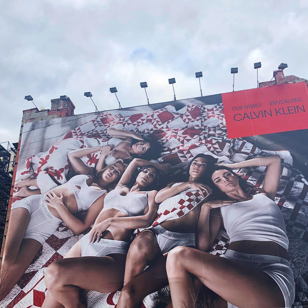 RT @khloefandotcom: #MyCalvins in SoHo, Manhattan https://t.co/KzZp1lJViK