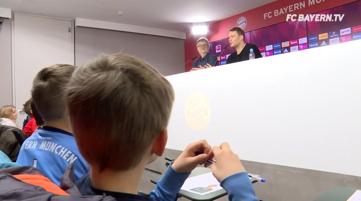 Manuel Neuer doing a press conference with young reporters from FC Bayern's Kids Club https://t.co/2xvv5e3SCH