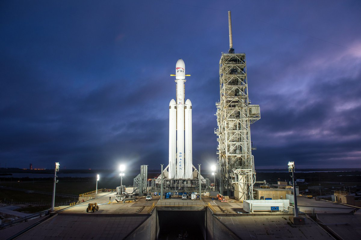 """SpaceX confirmed this morning: """"This shutdown impacts SpaceX's Falcon Heavy demonstration"""" https://t.co/tqnrWnv8Wm https://t.co/nkoVl2IANk"""