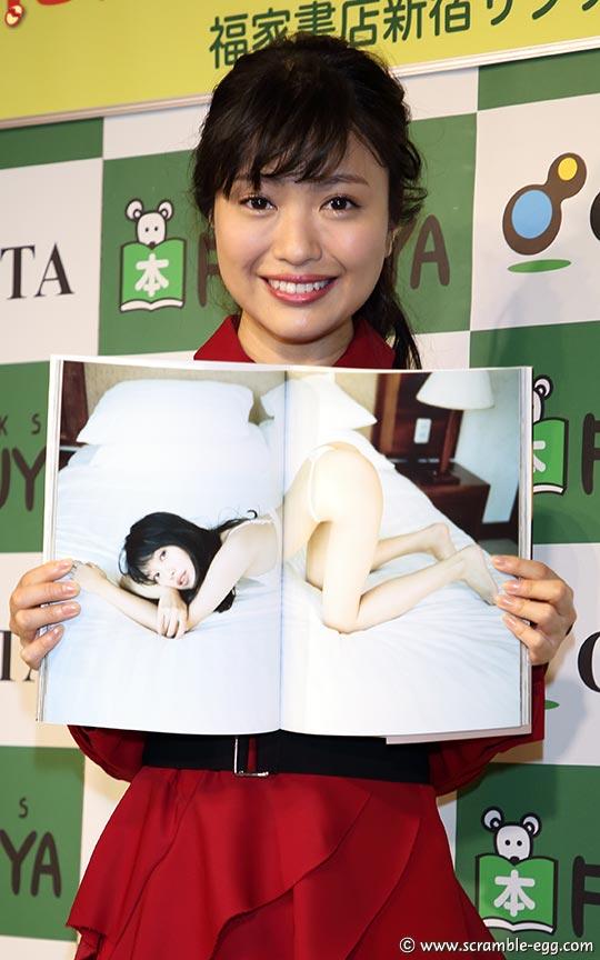 【アイドル】元Dream5大原優乃(18)、Fカップのダイナマイトボディがはじける ベッドの上でビキニ姿披露 ->画像>101枚