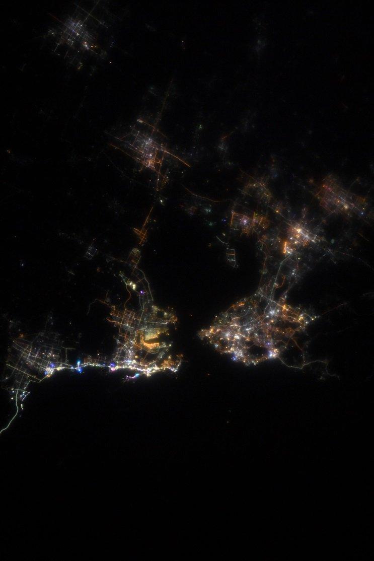 RT @Astro_Kanai: 先ほどの写真は、ちょっと角度がついていましたが、日本の上空を飛行する直前に、中国の青島市の真上を通ってきました。  今のわたしの腕前だと、これぐらいの倍率が精一杯です。 https://t.co/237lqNrdRR