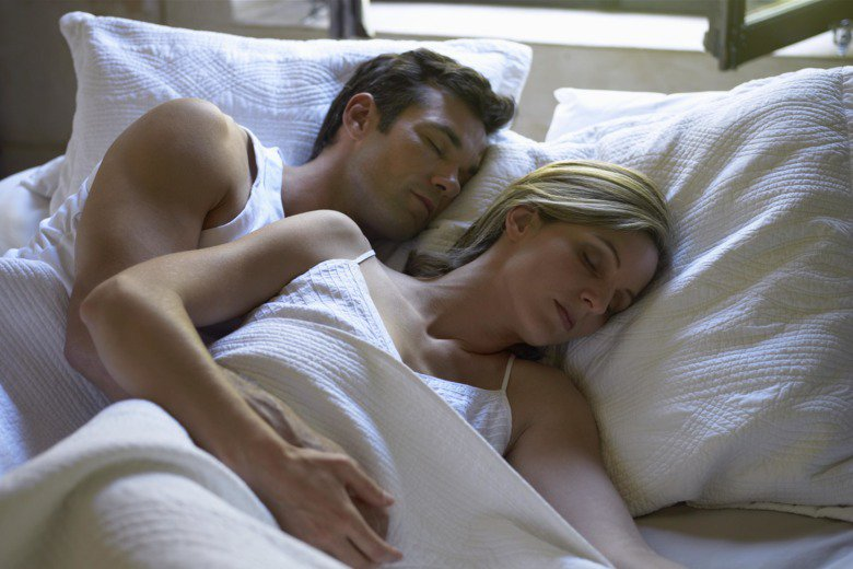 Is going to sleep at the same time as your partner normal? https://t.co/PVE3Hv0Z2B https://t.co/5FZW1dQUsa