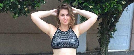 Carolinie Figueiredo. Foto do site da Caras Brasil que mostra Carolinie Figueiredo posa de biquíni e desabafa: Cansei de me esconder! Confira