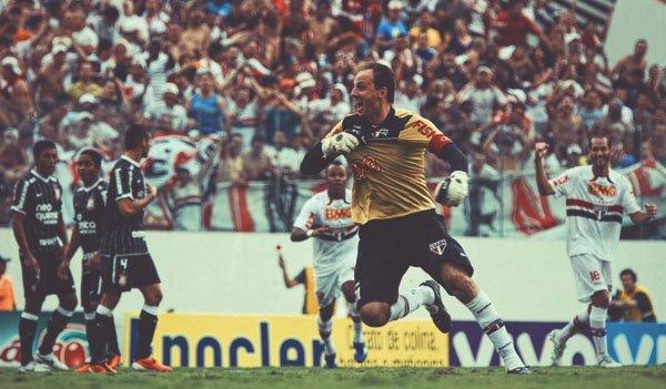 Rogério Ceni, 45 yaşında.  🗓️ Maç : 1,237 ⚽ Gol   : 131 🏆 Kupa: 18 https://t.co/k75vFxyojq