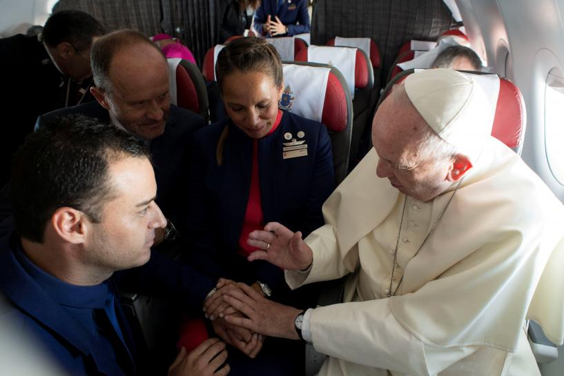 Pope defends in-flight wedding from conservative headwinds https://t.co/WQ2thwqDPf https://t.co/u9pGLoZruZ