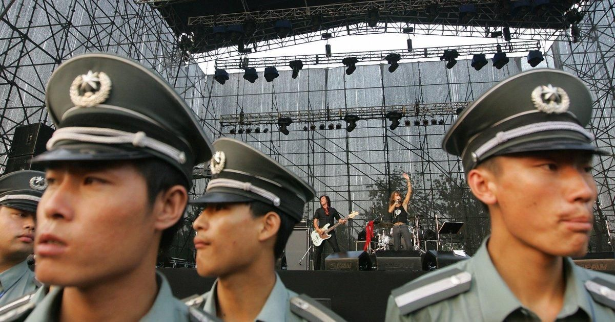 China bans hip hop, actors with tattoos from appearing on television https://t.co/1TksHsm055 https://t.co/puAOq1x7Va