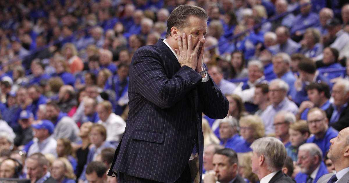 Kentucky falls out of AP Top 25 poll for 1st time since 2014. https://t.co/OdPesnuefB https://t.co/AgbVo7pm7q