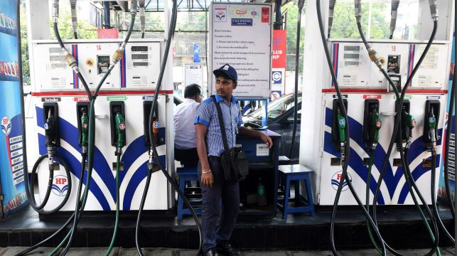 Petrol price breaches Rs 80 mark in Mumbai  https://t.co/KtDJEIeGes https://t.co/aO7UtIecrN
