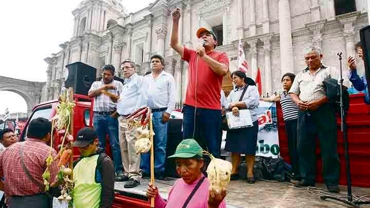 Arequipa: Dirigentes amenazaron a alcalde y agricultores en paro contra Tía María► https://t.co/PC6kl7f0sk https://t.co/6uzfH6uLXm