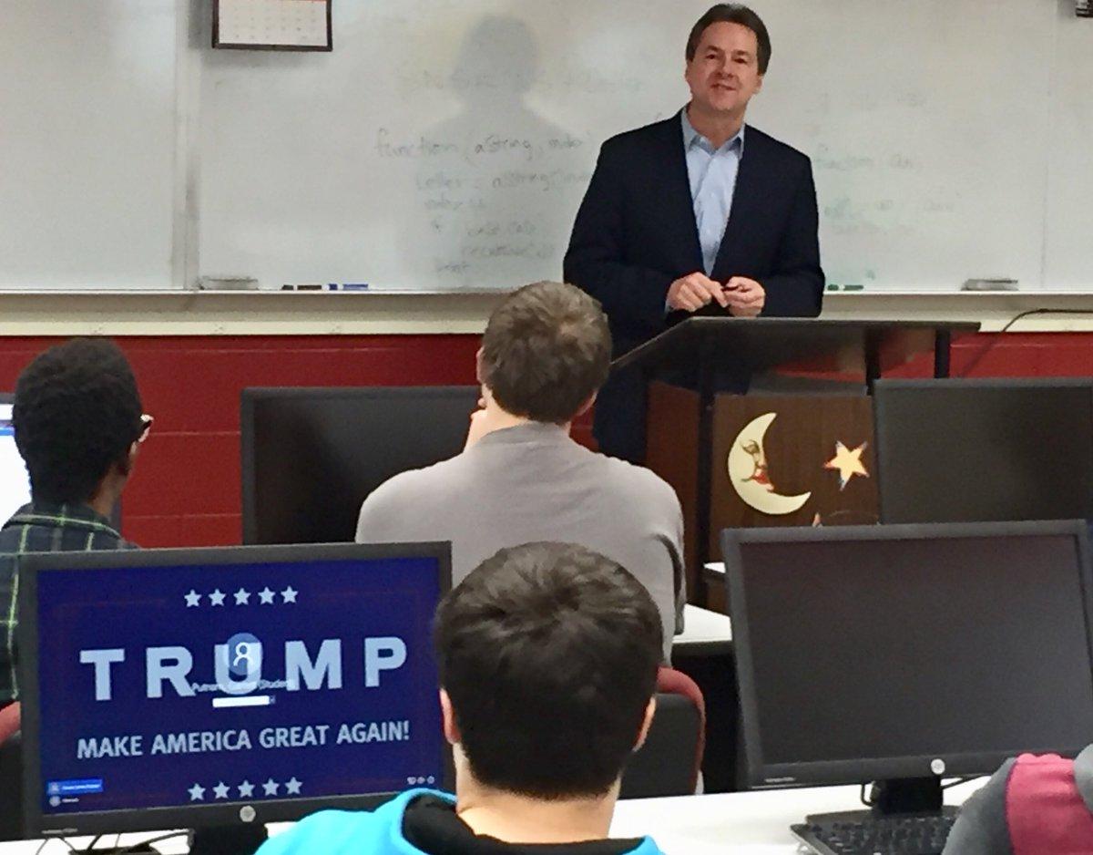 Democratic Gov. Steve Bullock unveils net neutrality policy at Helena High (student tells me it's not his screen saver) #mtnews https://t.co/BUQbpQRktd