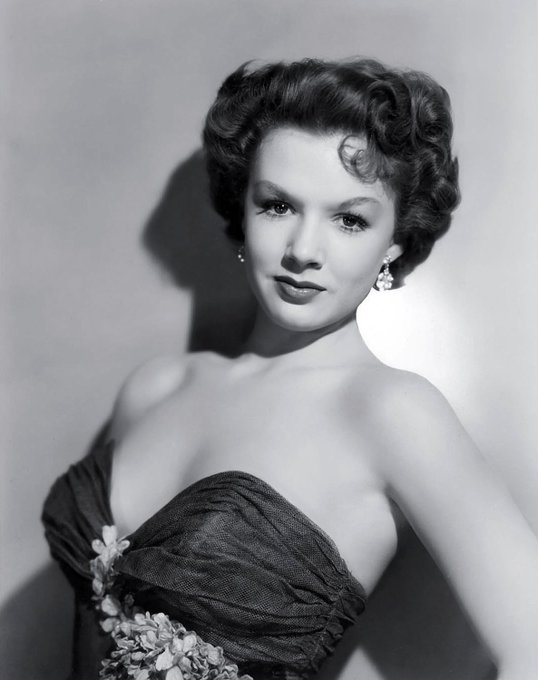 Happy Birthday to Piper Laurie, who turns 86 today!