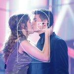 RT : Amaia and Alfred kiss #Almaia...
