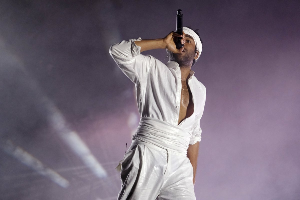 Childish Gambino (@donaldglover) signs with RCA, with new music on the way