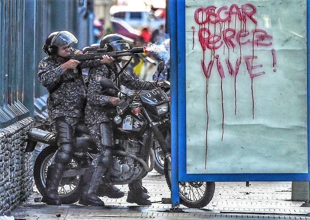 #22Ene / Siento que Oscar Pérez está más VIVO que nunca.  —Para muestra Un  botón.  👇👇👇👇👇👇👇👇👇👇👇  @EquilibrioGV https://t.co/8gdi58qGwe