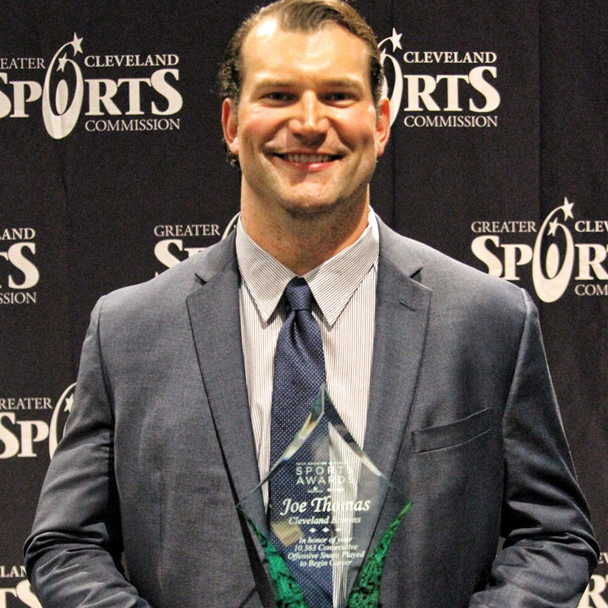 .@joethomas73 honored for snap streak milestone at Greater Cleveland Sports Awards  📰 » https://t.co/tOBwqMr3gb https://t.co/k8Pmyjk7CO