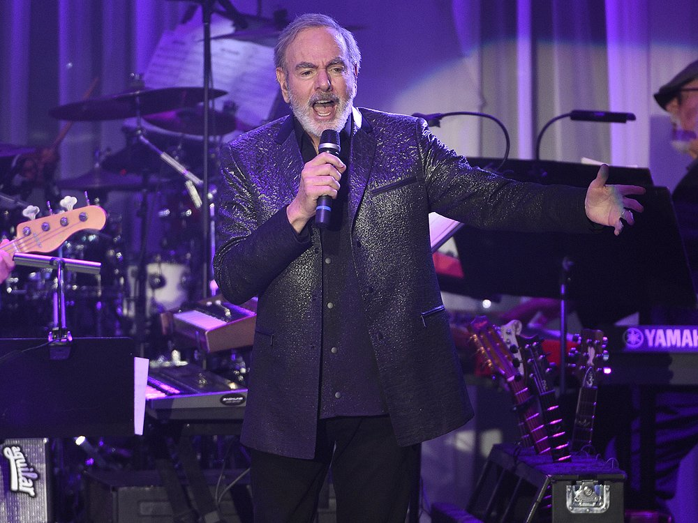Neil Diamond says he has Parkinson's, immediately retires from touring