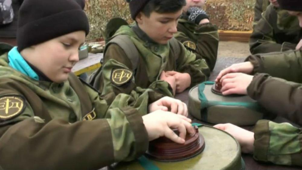 Crimean kids learn how to defuse landmines