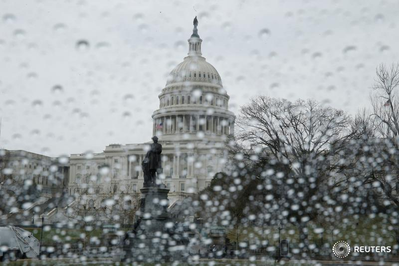 Government shutdown fizzles on spending, immigration deal in Congress