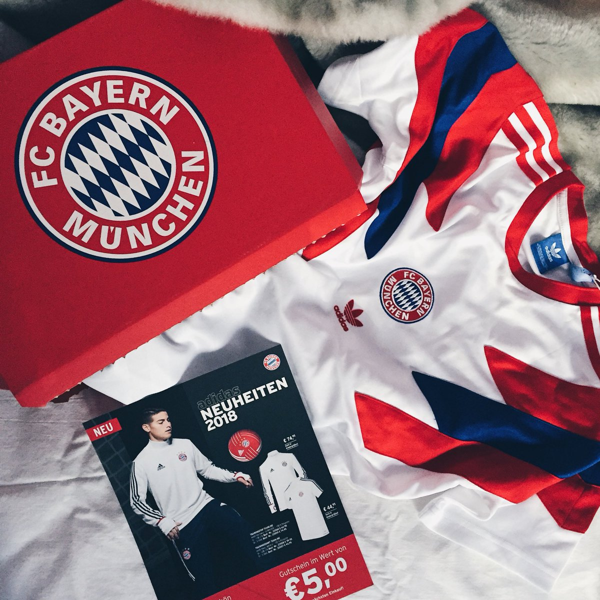 RT @starryeyeing: A certain @FCBayern delivery woke me up today 😍 https://t.co/4K5Kfh4ExM