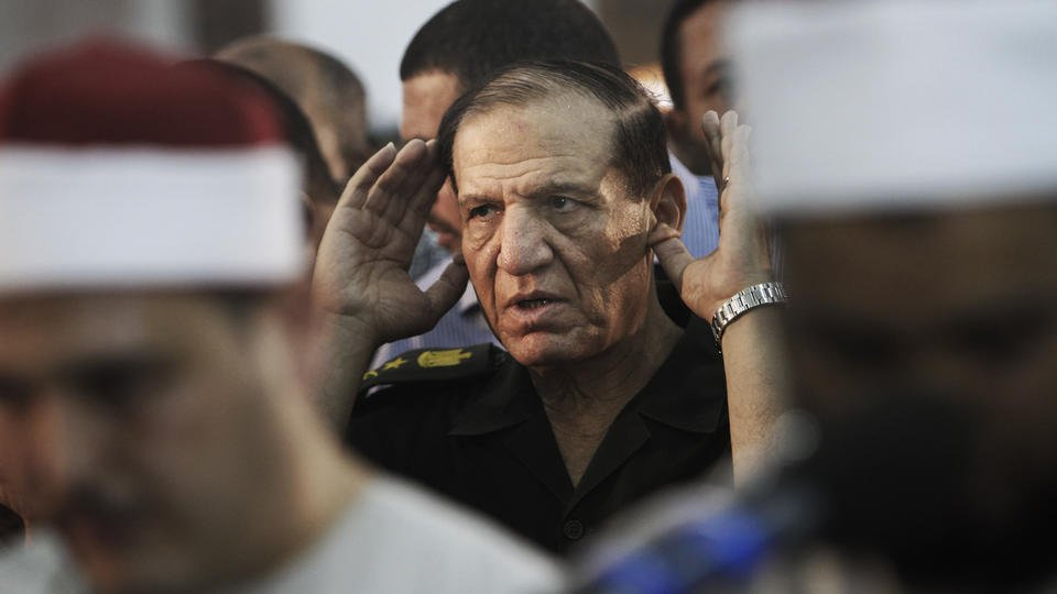 Egypt's military arrests presidential hopeful, ex-general