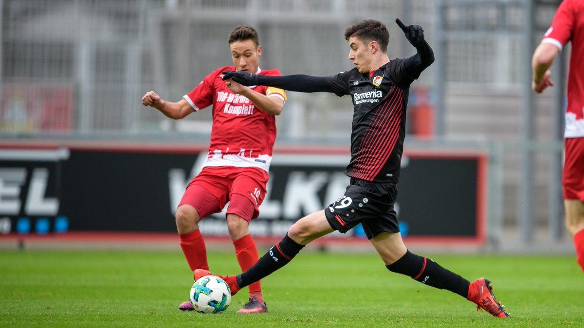 46.  Weiter geht'!. Schiri Oliver Lossius hat die zweite Hälfte im Testspiel gegen RW #Oberhausen angepfiffen – beide Teams sind unverändert!  #B04RWO 2:0  🎥 LIVE auf https://t.co/J573hF8icK  und auf Facebook unter: https://t.co/CkDDDLlkhb https://t.co/8mjF189NtG