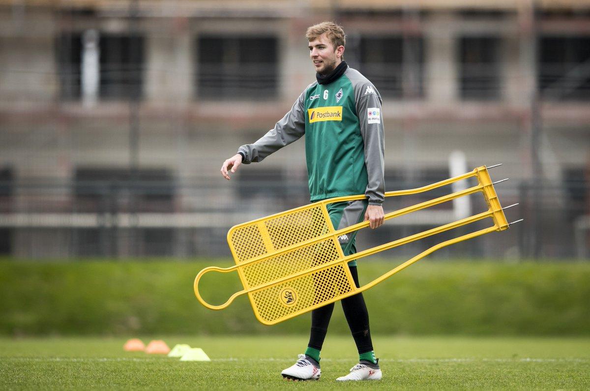RT @borussia_en: Cold beaten 🥊 Christoph #Kramer is back on board in training ⚽ #fohlenelf https://t.co/bpyPoyPi4D