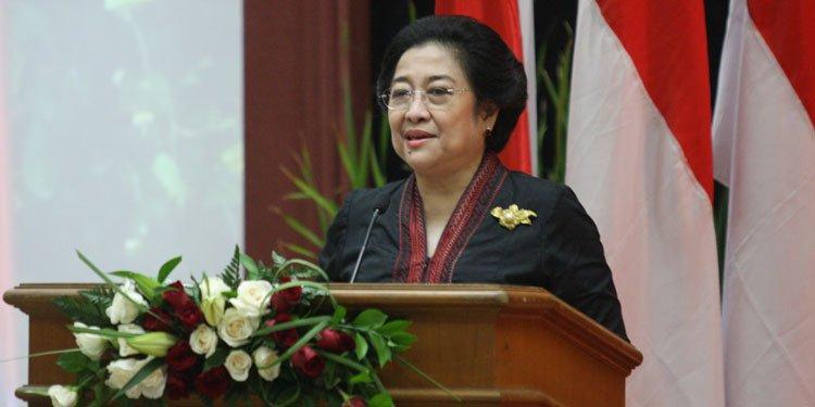 #RT @PDI_Perjuangan: RT @infoPDIPJatim: 71 Tahun Megawati Soekarnoputri https://t.co/35JdARmXGt #PDIPJatim https://t.co/pmBj20dhgV