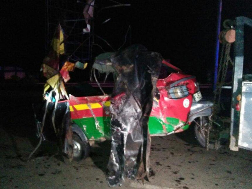 Five people die after oil tanker crashes into Tuk Tuk in Kisumu