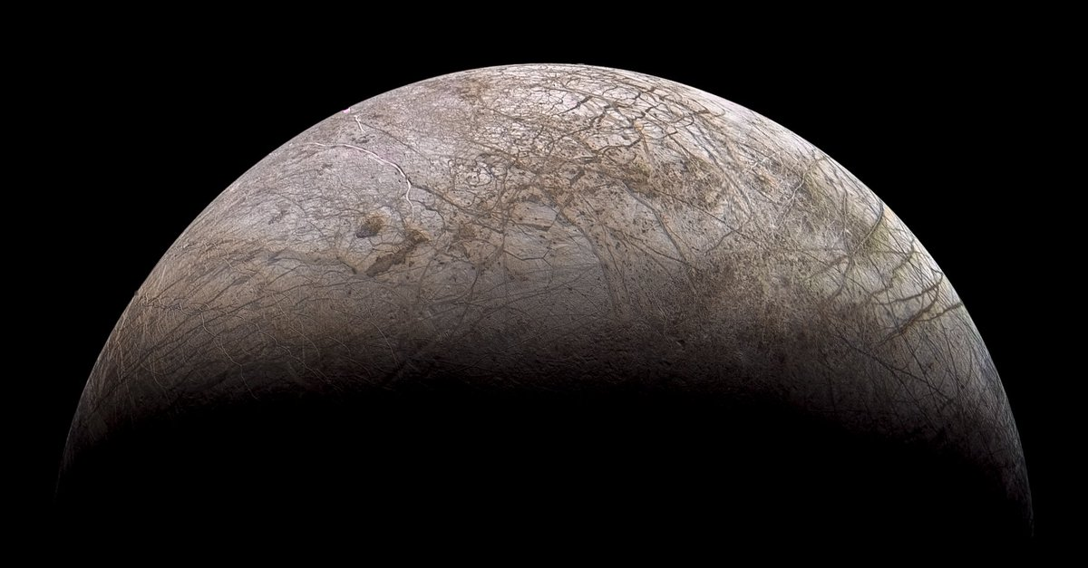 Europa as seen by Voyager 2 in July 1979, overlayed with lower resolution color from the same observation - https://t.co/R927XSnt3L https://t.co/78UH0xRwFj