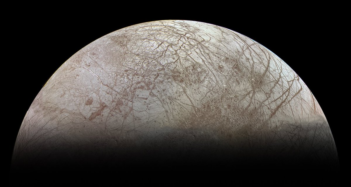 And Europa again from Voyager 2's previous pointing earlier that same day (July 9 1979) - https://t.co/DkZnJTUjnb https://t.co/K6PYZthvDI