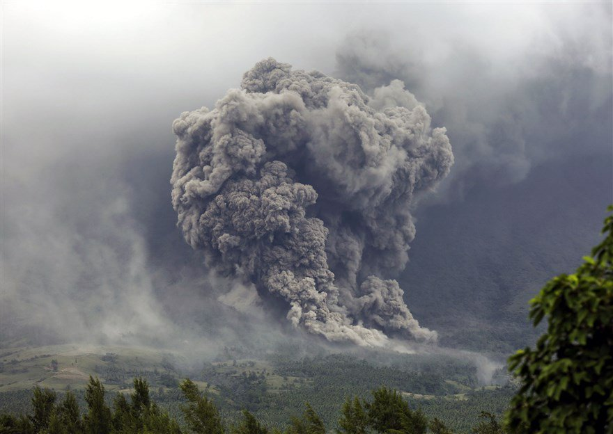 In photos: Philippines' most active volcano spews lava and ash, forcing more than 56,000 villagers to evacuation centers https://t.co/kE3JLZlT9T https://t.co/rHA4PWrTyh