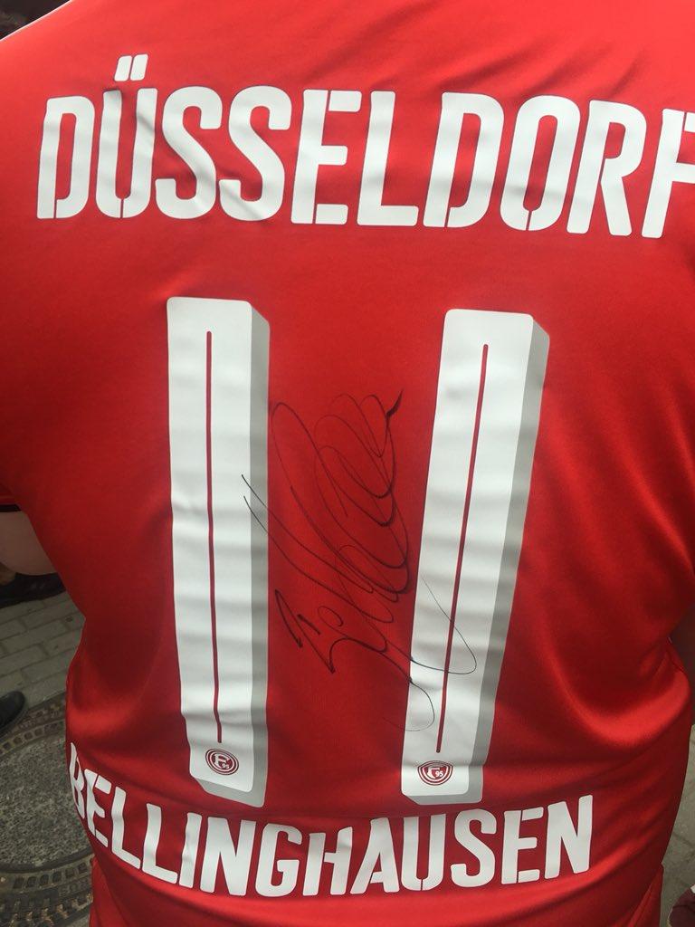 RT @UKFortuna: @Bundesliga_EN Düsseldorf's own #Fußballgott https://t.co/qzATrlgOft