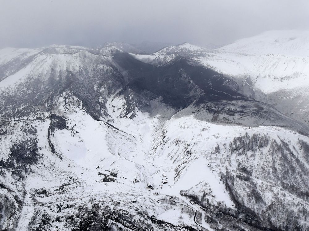 12 people injured by flying rocks while skiing on Japanese volcano