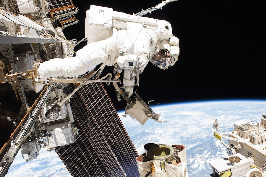 Astronauts Mark Vande Hei and Scott Tingle completed a 7-hour, 24-minute spacewalk today to replace a degraded component on the space station's robotic arm. (file photo) https://t.co/tX1L9ELAeH https://t.co/UBDNEGi5eT