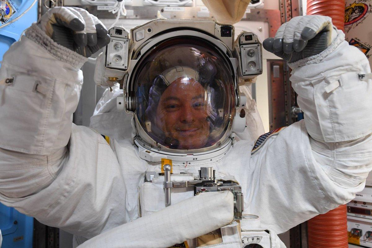 NASA Astronauts Take Spacewalk Outside Space Station https://t.co/rHbkk1npkk https://t.co/kJNSmkfuMa