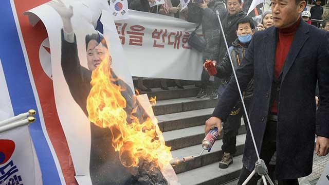 test ツイッターメディア - 【緊迫 #北朝鮮情勢】北朝鮮の五輪参加に反対する韓国の保守系団体がキム委員長の写真に火をつけたことに対し、北朝鮮側が強く非難。五輪参加を取りやめる可能性もちらつかせ、韓国政府に謝罪を要求した。https://t.co/3OwyM15EYC https://t.co/oVC8yYkFmj