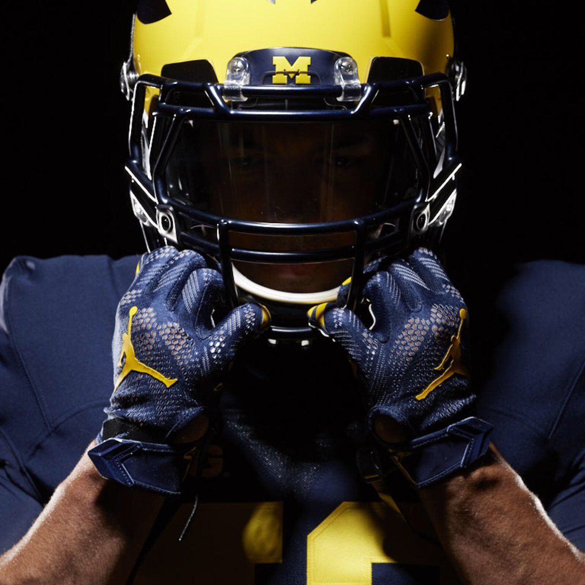 RT @garmonrandolph5: Truly blessed to receive an offer from the University of Michigan 〽️!!! https://t.co/SLTcOTkW8X