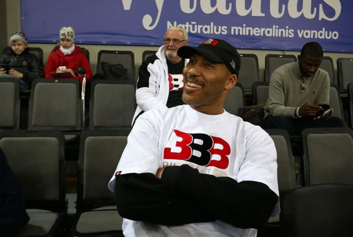 LaVar Ball already assistant coaching games for LiAngelo and LaMelo's Lithuanian team. https://t.co/TNFZvu58wT https://t.co/S8ZUb9zGHY