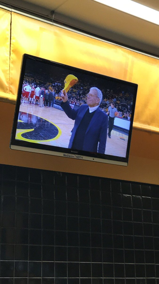 Look who is in the house tonight, @NBCNews! Mr. Tom Brokaw himself is at the @IowaHoops game! #FightForIowa https://t.co/pWzw5AKRLw